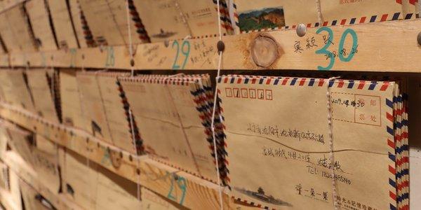 Regal voller Briefe