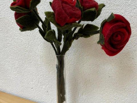 Filzrosen in einer Vase