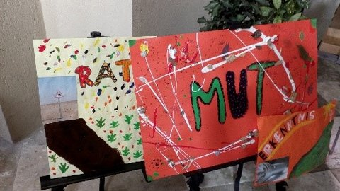"""Selbstgemalte Plakate zu den Themen """"Rat"""", """"Mut"""" und """"Erkenntnis"""""""