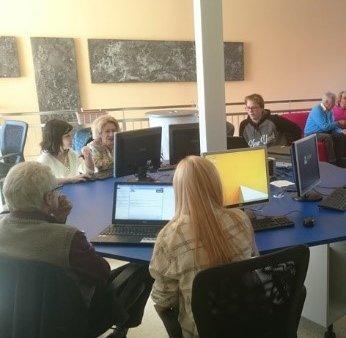 Menschen in einer Computeria